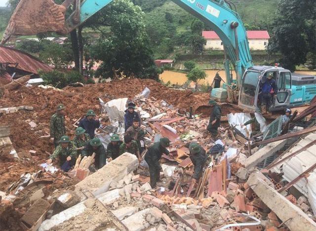 Vụ sạt lở tại Quảng Trị: Đã tìm thấy 12 nạn nhân, điều 2 trực thăng cứu nạn ảnh 1