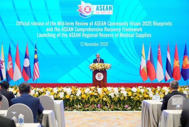 Thủ tướng Nguyễn Xuân Phúc công bố thành lập Kho dự phòng vật tư y tế khẩn cấp ASEAN ảnh 1