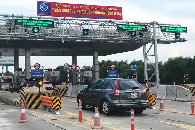 Các trạm thu phí trên cao tốc Hà Nội - Hải Phòng đã bắt đầu áp dụng hệ thống thu phí không dừng cho xe dán thẻ VETC từ tháng 8/2020.