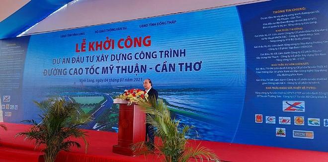 Thủ tướng Chính phủ Nguyễn Xuân Phúc phát biểu tại Lễ khởi công Dự án đầu tư xây dựng đường cao tốc Mỹ Thuận - Cần Thơ.