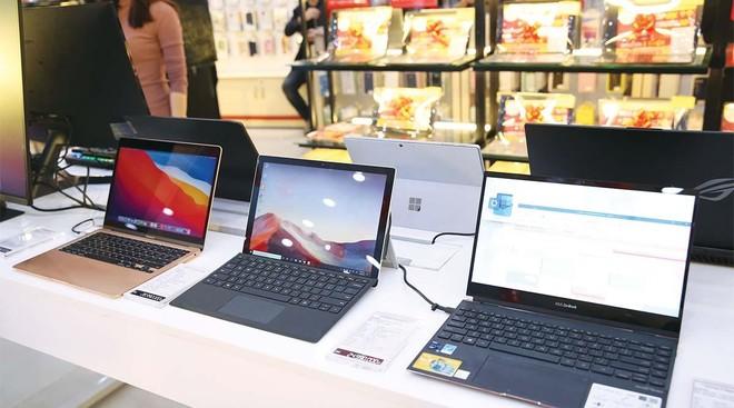 Tăng trưởng doanh thu năm 2021 của ngành hàng laptop được dự báo sẽ đạt mức 2 con số. Ảnh: Hải Yến