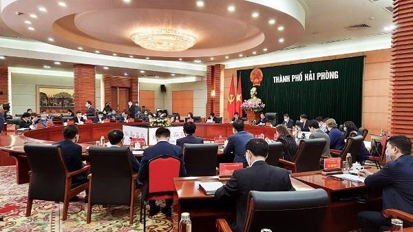 Quang cảnh hội nghị làm việc của lãnh đạo Thành ủy, UBND TP. Hải Phòng với các nhà đầu tư hạ tầng KCN và trao giấy CNĐT cho LG Display Việt Nam Hải Phòng.
