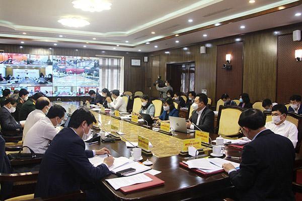 Thường trực Tỉnh ủy nghe các địa phương báo cáo qua truyền hình trực tuyến.