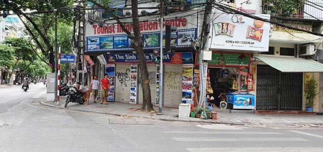Khu phố cổ Hà Nội đìu hiu, nhiều khách sạn đóng cửa vì chưa thể đón du khách quốc tế.
