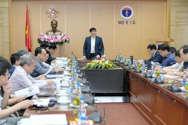 Bộ trưởng Bộ Y tế Nguyễn Thanh Long phát biểu tại cuộc họp.