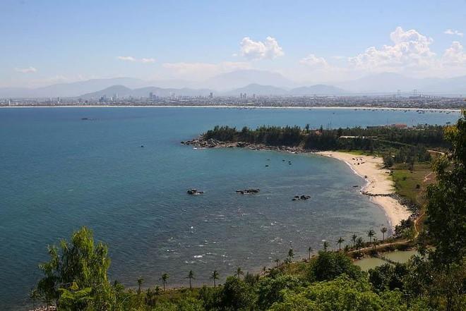 Biển Đà Nẵng nhìn từ bán đảo Sơn Trà. Ảnh: Chí Cường
