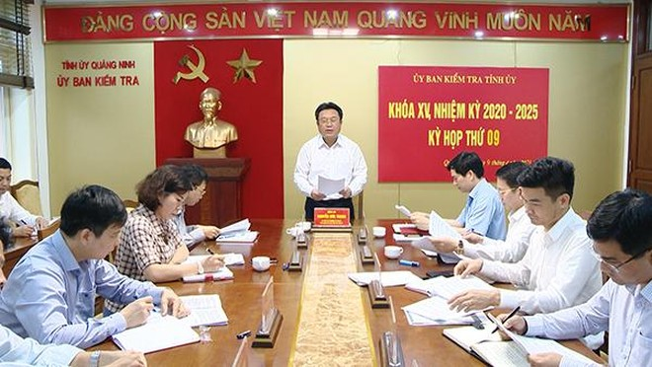 Uỷ ban kiểm tra Tỉnh ủy Quảng Ninh giao Ban Thường vụ Huyện ủy Vân Đồn chỉ đạo việc kỷ luật 3 cán bộ xã liên quan đến vụ vi phạm đổ đất trái phép của Công ty Phương Đông. Ảnh: Nguồn ảnh - baoquangninh.com.vn