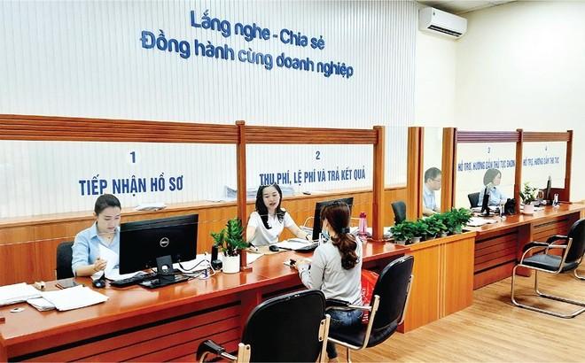 Bộ phận tiếp nhận hồ sơ đăng ký kinh doanh tại Sở Kế hoạch và Đầu tư Hải Phòng rất vắng người đến làm thủ tục do từ ngày 1/1/2021, toàn bộ thủ tục đã được thực hiện trực tuyến. Ảnh: Thanh Tân
