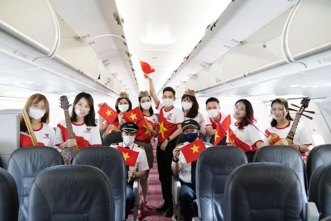 Hành trình đặc biệt mừng ngày Thống nhất đất nước 30/4 trên tàu bay Vietjet ảnh 2