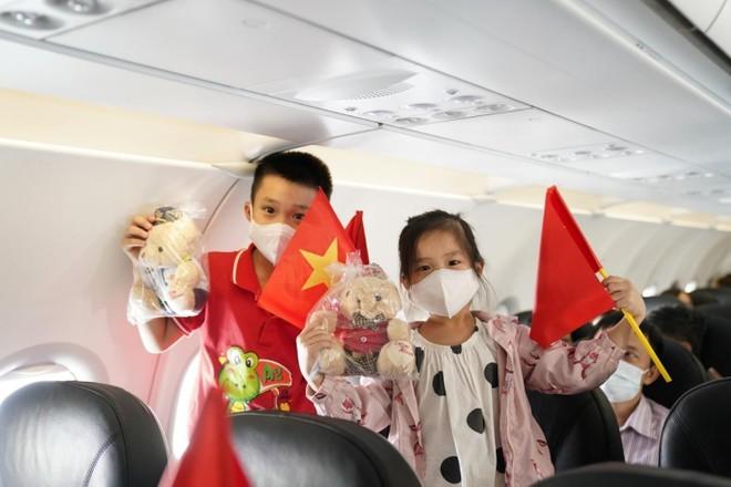 Hành trình đặc biệt mừng ngày Thống nhất đất nước 30/4 trên tàu bay Vietjet ảnh 4