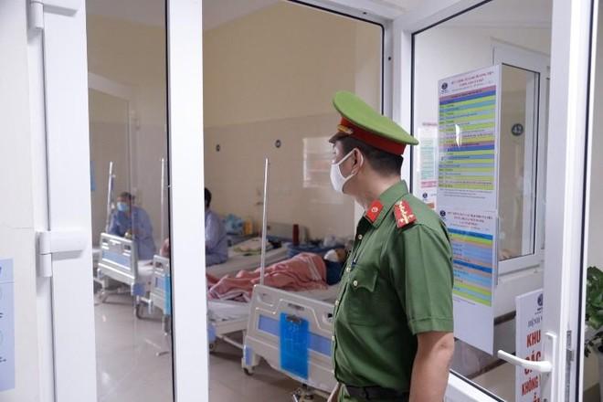 Kiểm tra công tác đeo khẩu trang tại Bệnh viện K