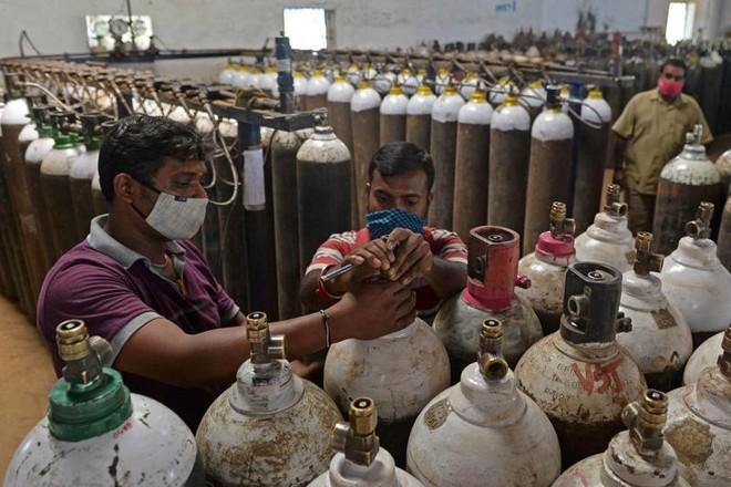 Bất cập trong vận chuyển và điều phối nguồn cung đẩy Ấn Độ bi kịch khát oxy y tế. Ảnh: AFP