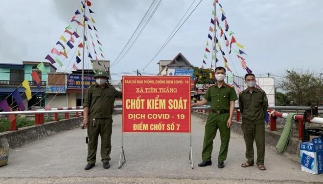Ban chỉ đạo phòng chống dịch bệnh Covid-19 huyện Tiên Lãng (Hải Phòng) đã phong tỏa 2 thôn Mỹ Lộc và Lộc Trù (xã Tiên Thắng) liên quan đến ca mắc Covid-19. Ảnh: TN