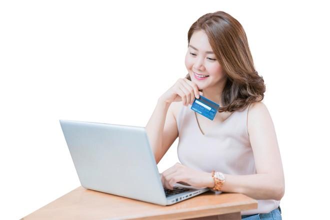 Trong năm qua, thương mại điện tử kiếm được khoảng 1 USD trên mỗi 5 USD chi tiêu cho bán lẻ