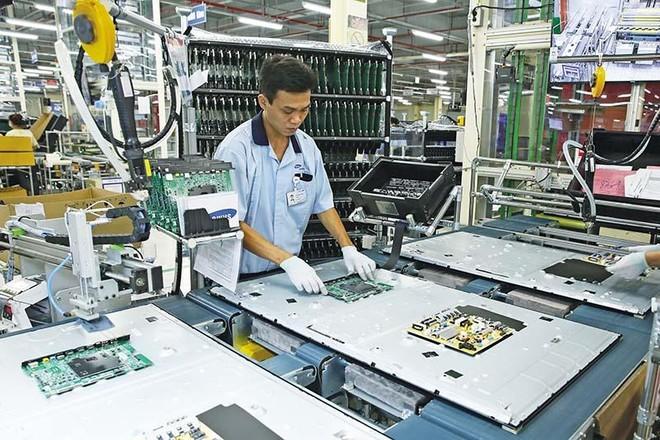 Sản xuất chip đòi hỏi kỹ thuật rất cao và vốn đầu tư rất lớn. Trong ảnh: sản xuất chip tại nhà máy của Samsung tại Việt Nam