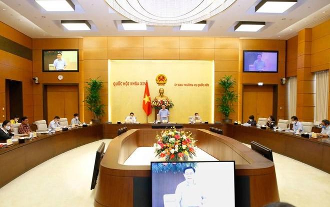 Chủ tịch Quốc hội Vương Đình Huệ chủ trì buổi làm việc (Ảnh TTXVN)