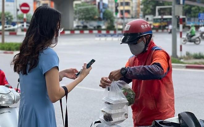 Hà Nội: Shipper bội đơn giao hàng trong mùa dịch COVID-19 ảnh 13