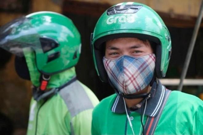 Hà Nội: Shipper bội đơn giao hàng trong mùa dịch COVID-19 ảnh 21