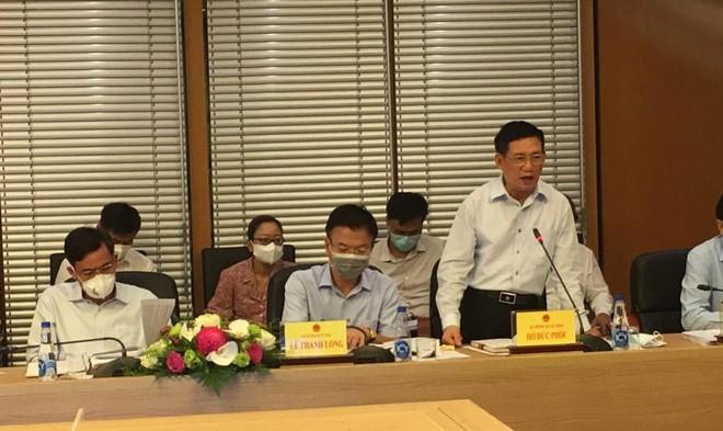 Bộ trưởng Bộ Tài chính Hồ Đức Phớc phát biểu tại phiên họp.
