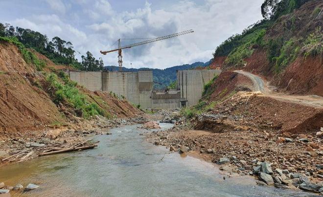 Thủy điện Tr'Hy trên địa bàn huyện Tây Giang xây 13 năm đến nay vẫn chưa xong