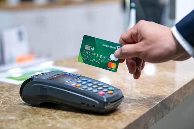 Các ứng dụng công nghệ thông tin làm thay đổi toàn bộ mô thức cung ứng và vận hành dịch vụ tài chính - ngân hàng truyền thống. Ảnh: Dũng Minh