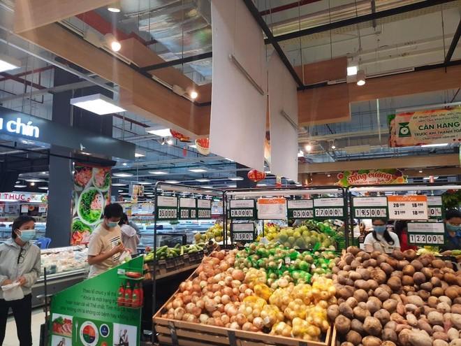 Tại các siêu thị của Saigon Co.op đã bắt đầu xuất hiện hiện tượng một số cá nhân gom hàng siêu thị đem ra ngoài bán để hưởng lợi cá nhân (Ảnh minh hoạ).