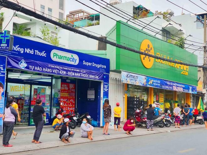 TP.HCM: Người dân tuân thủ 5k khi đi mua thực phẩm thiết yếu ảnh 5