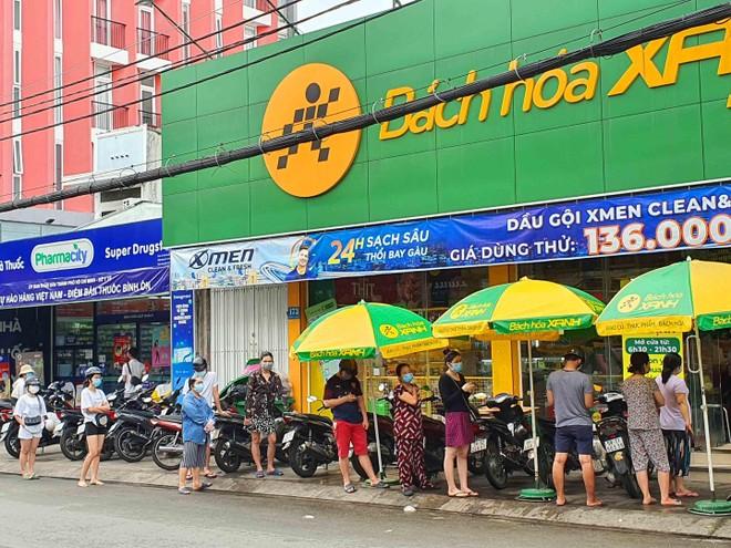 TP.HCM: Người dân tuân thủ 5k khi đi mua thực phẩm thiết yếu ảnh 7