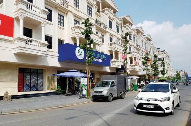 Nhà phố, biệt thự Sài Gòn neo giá cao mùa Covid