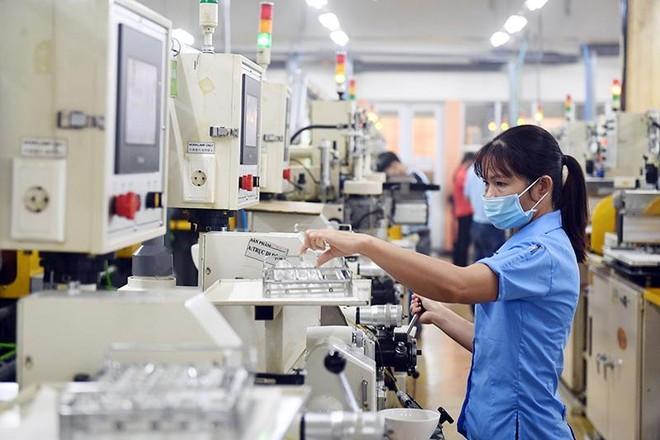 Trong 6 tháng đầu năm, vốn FDI đăng ký 15,77 tỷ USD, giảm 2,6%, vốn thực hiện 9,24 tỷ USD, tăng 6,8%.