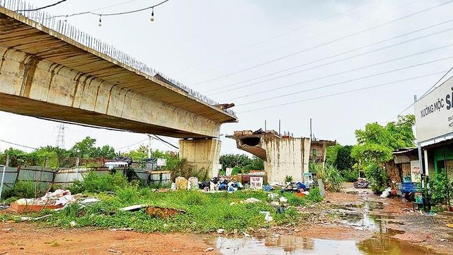 Dự án Xây dựng cầu Nam Lý còn vướng hơn 30 hộ dân chưa đồng thuận về giá đền bù.