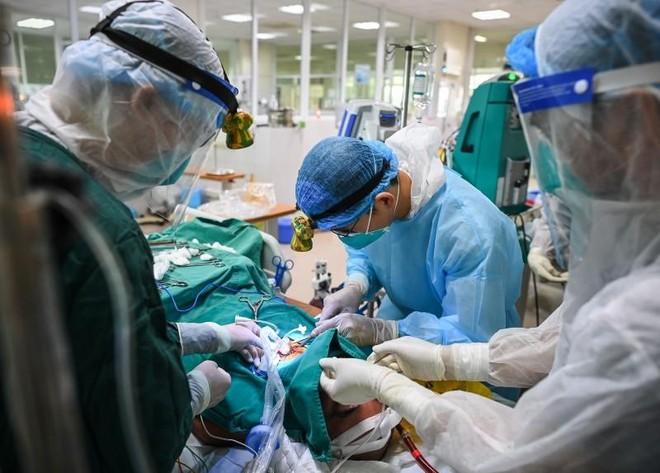 Bộ Y tế vừa công bố danh mục 12 thuốc cổ truyền và sản phẩm từ dược liệu được sử dụng để phòng và hỗ trợ điều trị Covid-19.