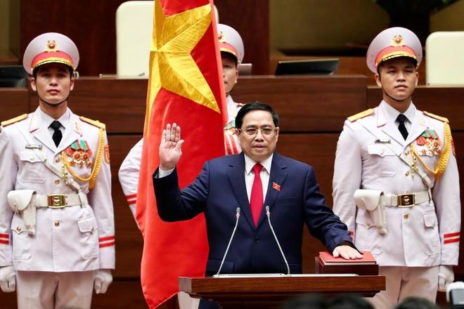 Thủ tướng Phạm Minh Chính thực hiện nghi lễ tuyên thệ nhậm chức (Ảnh: Nhật Bắc)