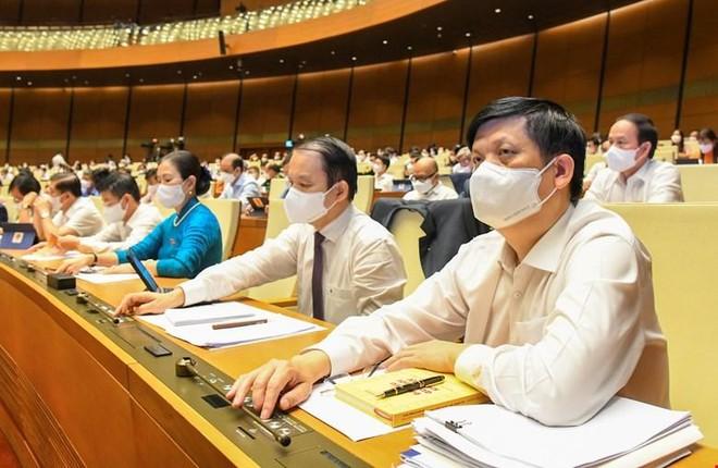 Đại biểu bấm nút thông qua các chương trình mục tiêu quốc gia.