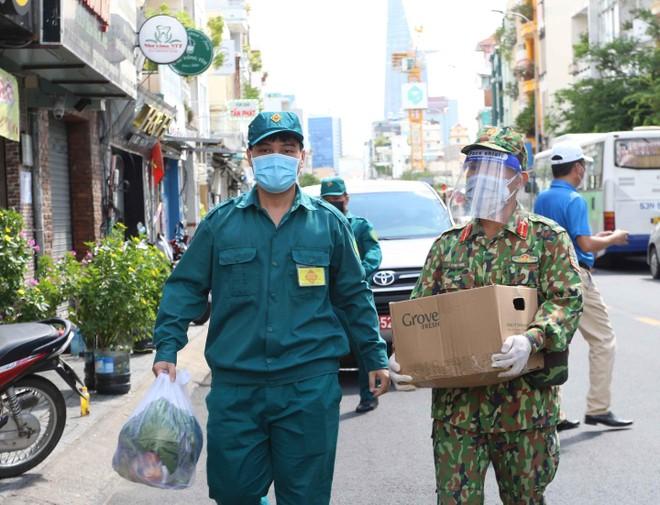 Thủ tướng Phạm Minh Chính trực tiếp khảo sát hàng hoá tại siêu thị ở TP.HCM ảnh 3