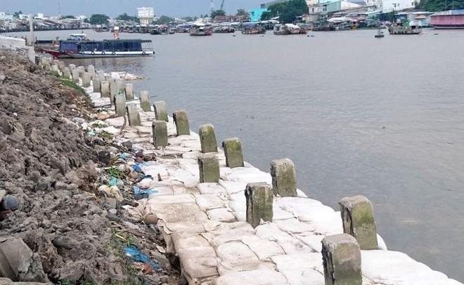 Công trình Kè bờ sông Cần Thơ - Ứng phó biến đổi khí hậu TP. Cần Thơ đang thi công