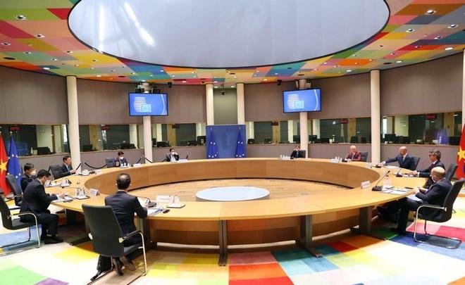 Chủ tịch Quốc hội Vương Đình Huệ hội kiến với Chủ tịch Hội đồng châu Âu Charles Michel (Ảnh - TTXVN)