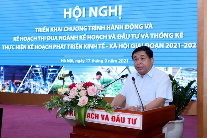 Bộ trưởng Bộ Kế hoạch và Đầu tư Nguyễn Chí Dũng phát động phong trào thi đua toàn ngành (Ảnh: Đức Trung)