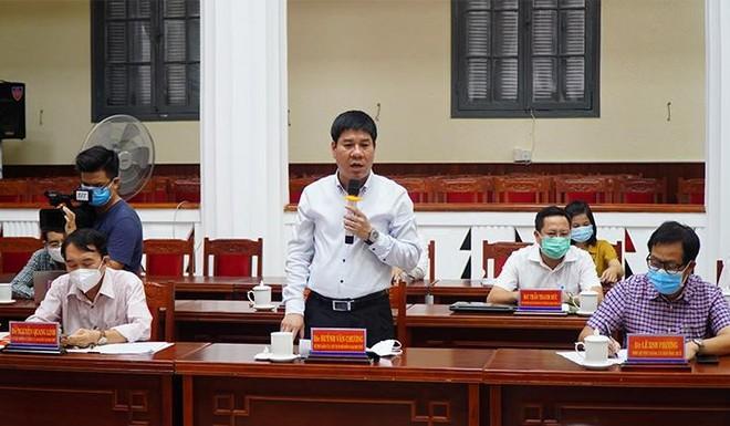 PGS.TS. Huỳnh Văn Chương, Bí thư Đảng ủy, Chủ tịch Hội đồng Đại học Huế nêu ra những kiến nghị tại cuộc họp.