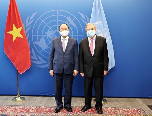 Chủ tịch nước Nguyễn Xuân Phúc gặp Tổng thư ký Liên hợp quốc Antonio Guterres. (Ảnh: TTXVN)