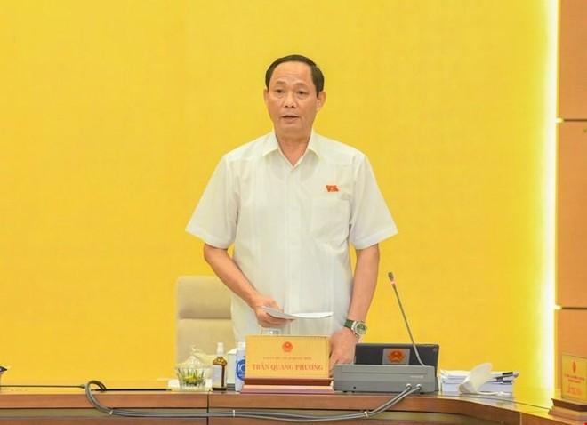 Phó chủ tịch Quốc hội Trần Quang Phương điều hành phiên thảo luận.