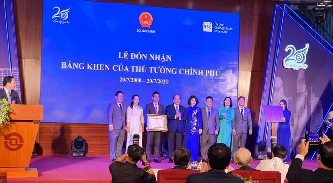 Thủ tướng Nguyễn Xuân Phúc giao 7 nhiệm vụ cho ngành chứng khoán ảnh 1