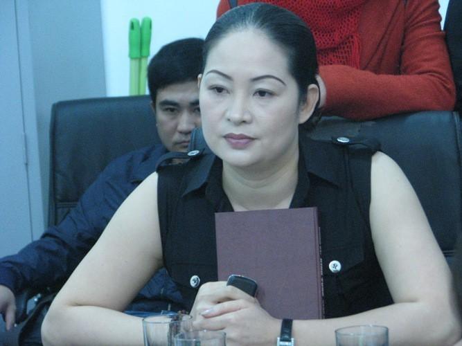 Bà Bùi Kim Liên trong cuộc làm việc với nhà đầu tư góp vốn tại dự án Chung cư Binh đoàn 12 năm 2012 khi Thuận Thành vi phạm cam kết (ảnh:giaoduc.net)