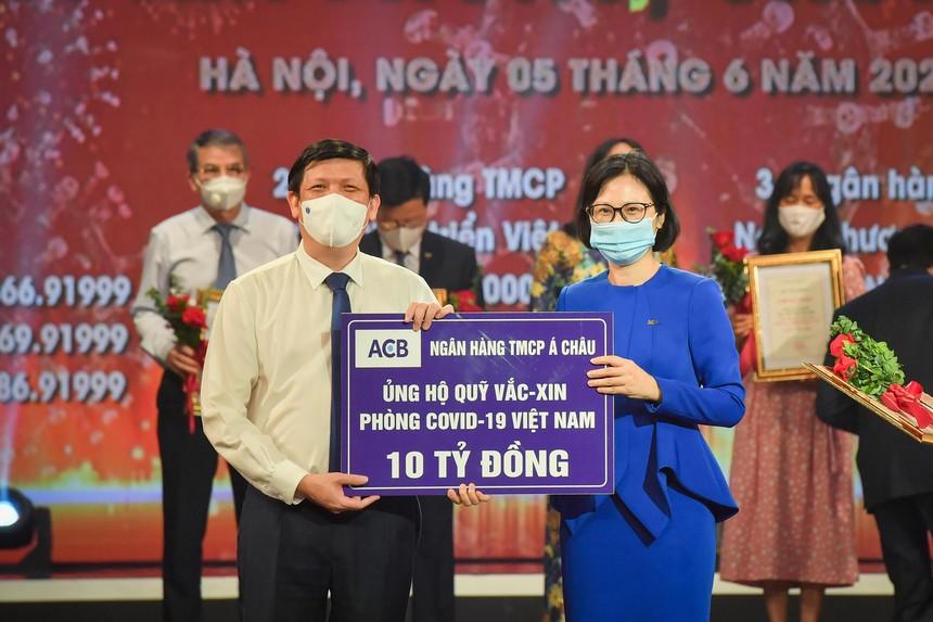 ACB ủng hộ 10 tỷ đồng vào Quỹ vắc xin Việt Nam và mua 100.000 liều vắc-xin cho nhân viên