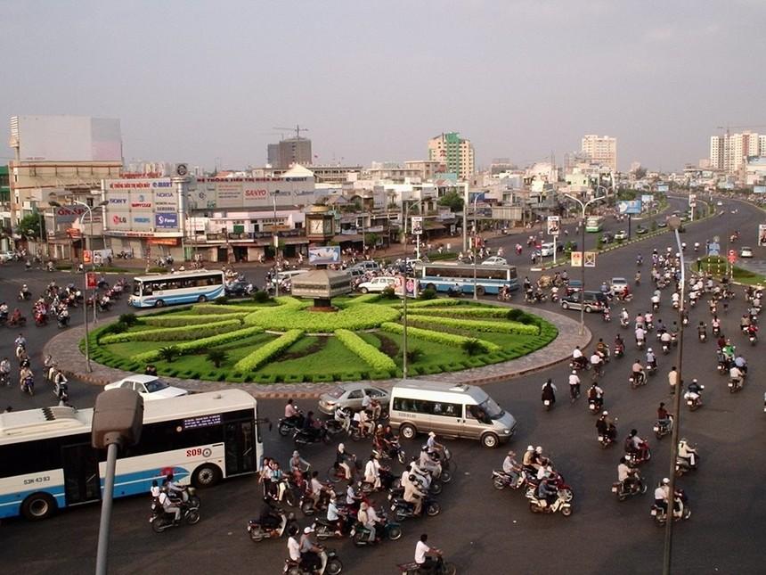 Việc chọn tuyến đường trên cao số 1 từ trung tâm ra sân bay Tân Sơn Nhất vì hiện nay các tuyến đường trên mặt đất đang quá tải (ảnh minh họa)
