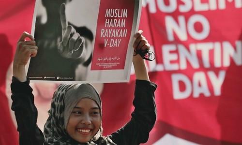 Pakistan cấm kỷ niệm Ngày Valentine. Ảnh: AP