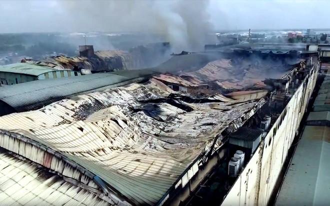 Công ty may ở Cần Thơ tan hoang sau cháy, thiệt hại 6 triệu USD