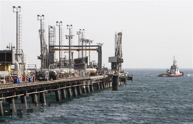 Một cơ sở khai thác dầu trên đảo Khark, Iran. (Nguồn: AFP/TTXVN)