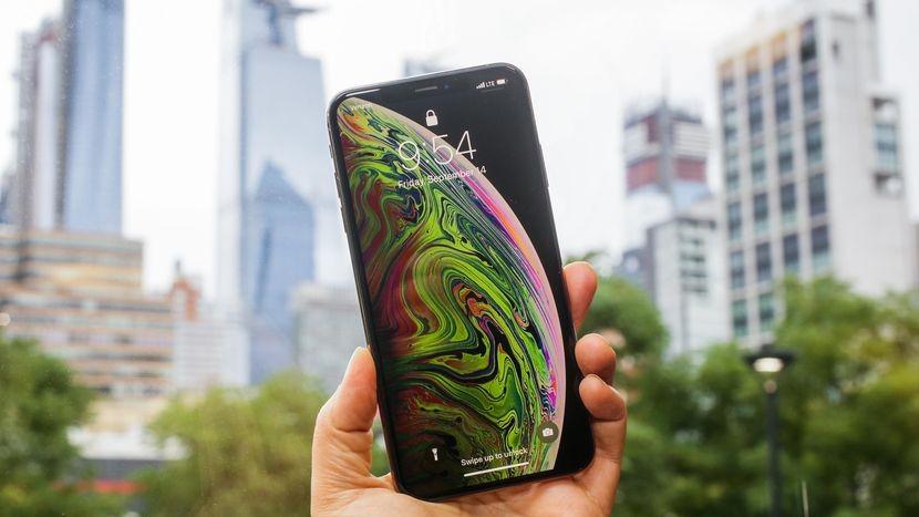 iPhone XS Max phát bức xạ cao hơn điện thoại Samsung, Xiaomi