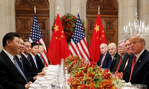 Phái đoàn Mỹ và Trung Quốc trong bữa tối thảo luận công việc sau hội nghị thượng đỉnh G20 ở Buenos Aires, Argentina, ngày 1/12. Ảnh: Reuters.